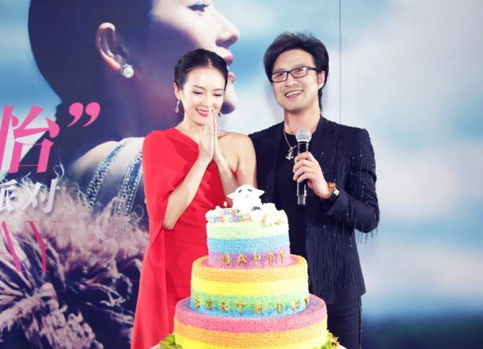 11月在微博公开恋情;今年2月7日,汪峰在章子怡36岁生日派对上求婚成功