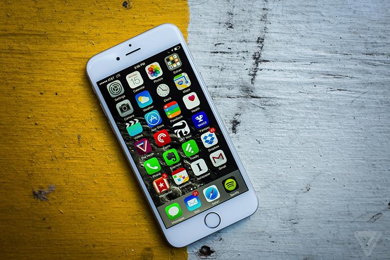 ...作为苹果的旗舰机,iPhone 6虽然在尺寸上比iPhone 6 Plus略小,但...