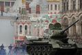 独家:俄阅兵彩排曝惊险一幕 T-34险撞向人群
