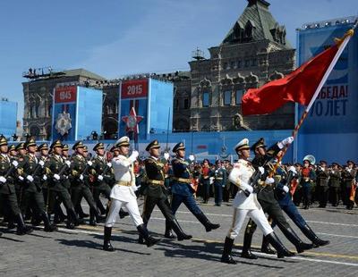 实拍解放军新装亮相红场阅兵总彩排 色彩显眼