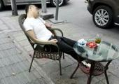 成都男子在闹市喝茶时头部被枪击 现场视频曝光