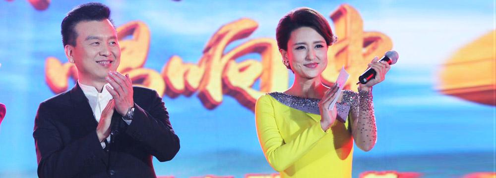 张蕾嫁50岁富豪后现身主持晚会