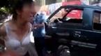 黑车女司机脱衣追打执法人员