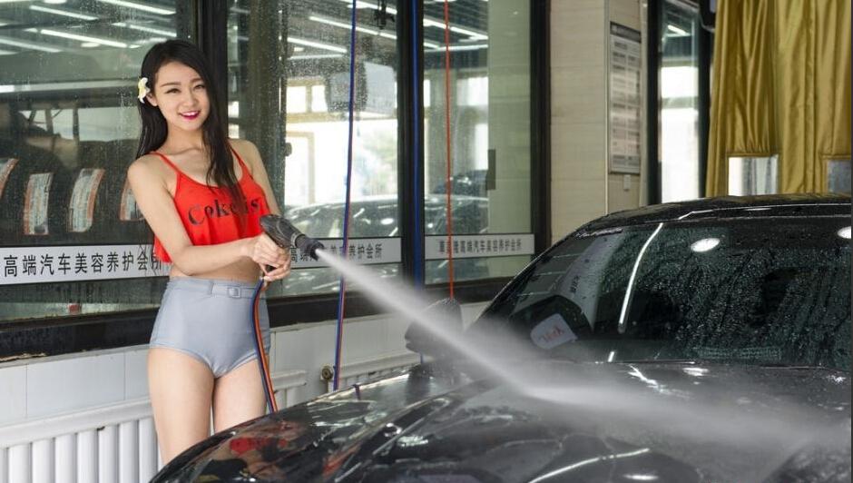 乌鲁木齐一洗车房现美女洗车模 中国学网