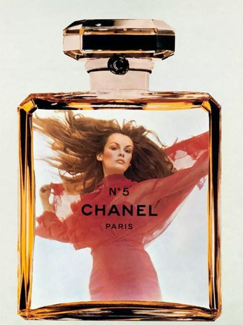 香奈儿最新香水广告片 模特竟穿高定干这个