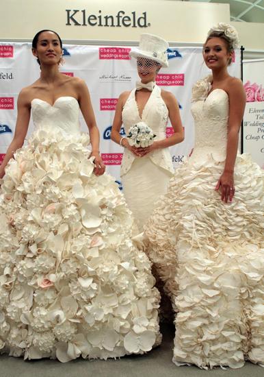 外国新娘太会玩儿:卫生纸婚纱美美哒