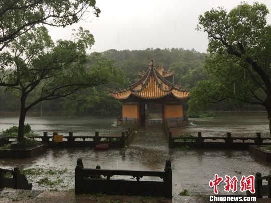 浙江普陀山景点被淹成 泽国