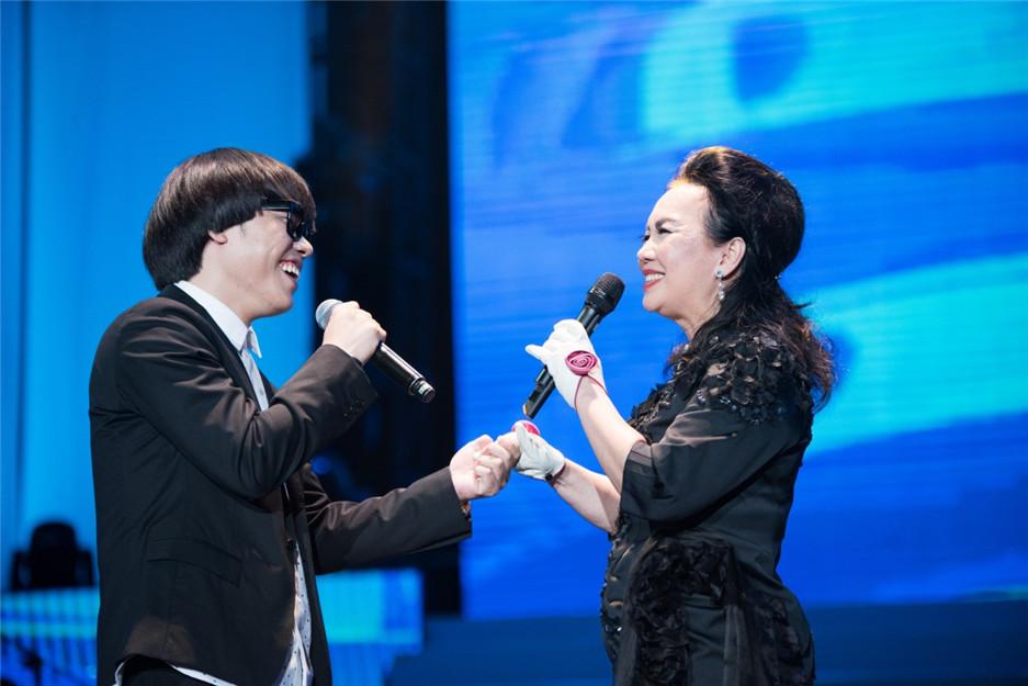 """李琦与前辈苏芮合唱经典 \""""好声音\""""献歌\""""民歌四十\"""""""