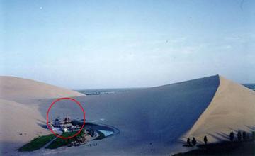 这些建筑竟建在大沙漠里 古香古色形成一片世外桃源