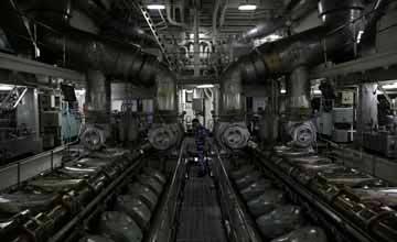 独家体验微山湖舰动力舱:2台进口发动机性能优异