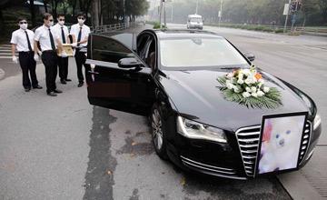 上海:宠物狗的风光大葬