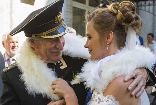 俄罗斯85岁男星娶24岁娇妻  计划生儿育女