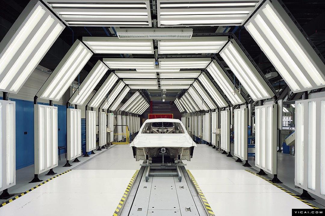 走进一座未来感十足的汽车工厂