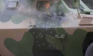 中美俄实弹测试军车防护:中国真人上阵艺高胆大