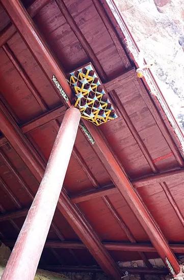 转载《深山奇观!一根柱子撑起了一座庙》 - 潜英 - 诗文驿站