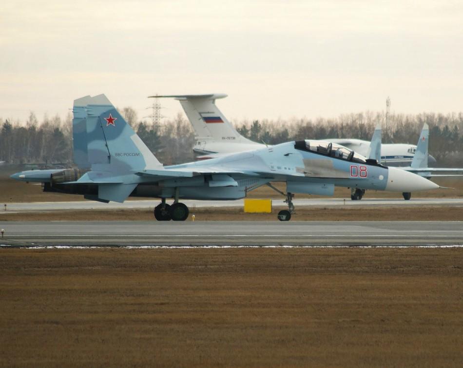俄军又到货2架苏30sm 与中国货运飞机不期而遇