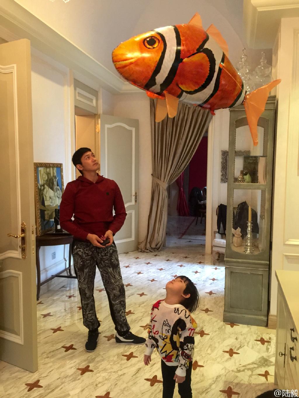 带你参观李连杰住的豪宅,房子钱价值过亿,如今已... _新浪看点
