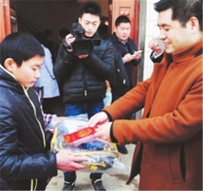 中国好人爱洒肥东留守儿童