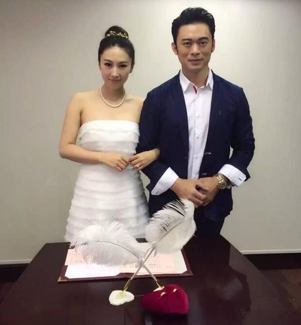 [明星爆料]42岁樊少皇低调娶小9岁贾晓晨 女方收40万钻戒