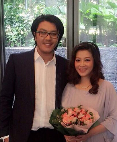 [明星爆料]43岁歌手阿杜宣布结婚 与娇妻合影照曝光(图)