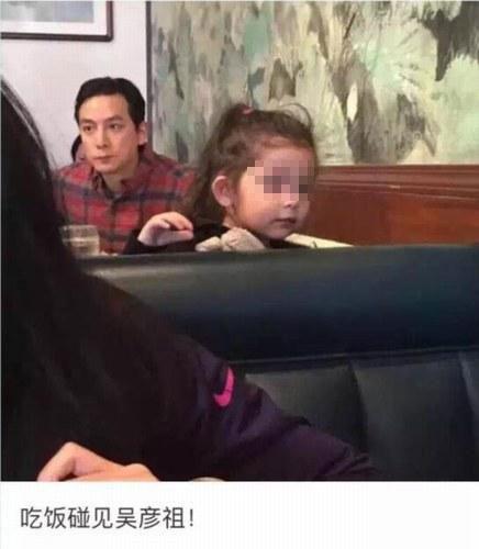 [明星爆料]网曝吴彦祖父女餐厅吃饭照 混血女儿超可爱