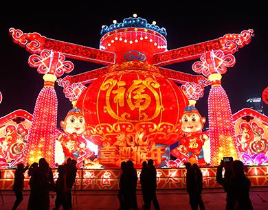 夜赏花灯迎新春(图)