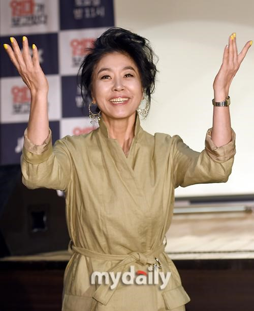 [明星爆料]韩女星称遭张紫妍老板介绍陪酒 被判罚款