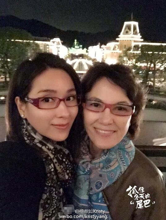 [明星爆料]杨恭如母女亲密合影 妈妈容颜娇美似姐姐