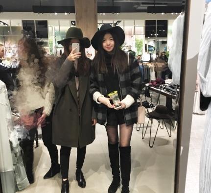 [明星爆料]王中磊女儿晒大长腿 黑丝美腿养眼(图)