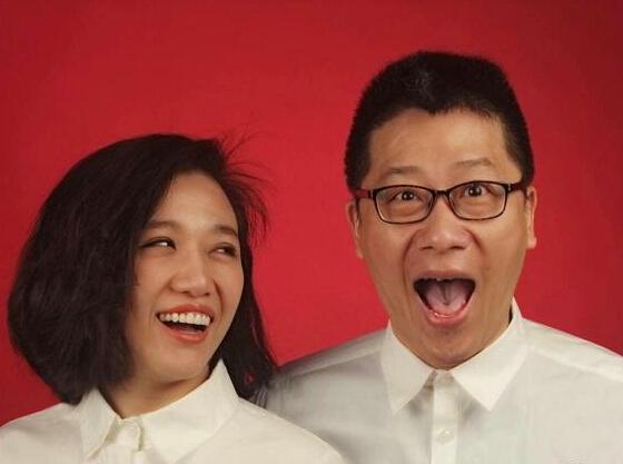 [明星爆料]歌手胡杨林与音乐人江建民领证 因《香水有毒》结缘