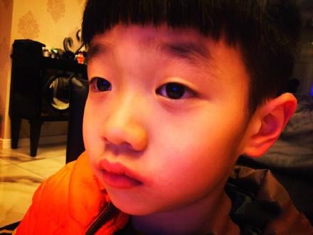 [明星爆料]杨威晒杨阳洋伊娃萌照 网友:是时候要个小棉袄了(图)