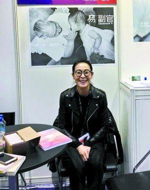 [明星爆料]46岁重新出发 刘若英自信能兼顾家庭和事业