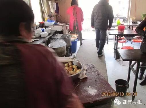 徐州一早点铺竟用饲料添加剂当盐做包子馅(图