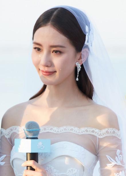 [明星爆料]刘诗诗吴奇隆大婚 新娘现场流下幸福的泪水