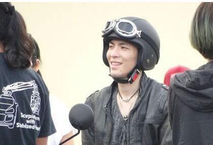 [明星爆料]萧敬腾拍戏受伤 剧组紧急发声明