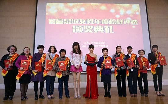 [明星爆料]62岁赵雅芝红装闪耀气质优雅 参加公益致敬慈善女性