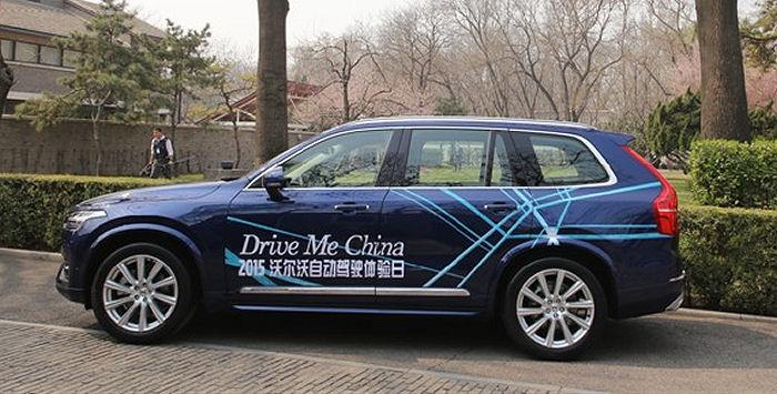 用本地司机测试无人驾驶汽车高清图片