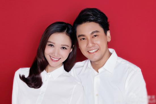 [明星爆料]朱孝天韩雯雯领证:我们的故事才刚开始