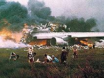 飞行员反常行为致583人遇难