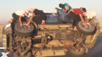 开挂的沙特人民 汽车行进中换轮胎