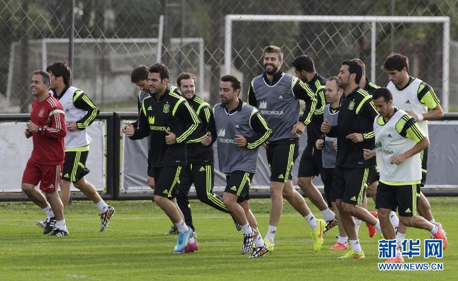 2014巴西世界杯.-西班牙队巴西库里蒂巴训练 备战巴西世界杯图片