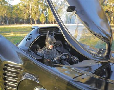 澳洲青年打造蝙蝠侠座驾 为病童圆梦