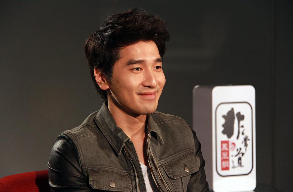 近日,演员赵又廷做客《凤凰网•非常道》,分享自己的成名心态,畅聊他的爱情观,直言要美人不要江山,讲述一个新生代实力偶像的青春与自省。