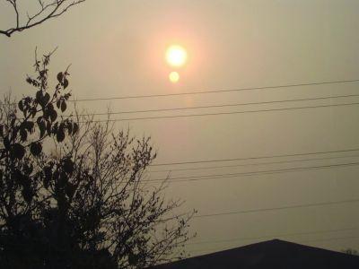"""南京上空现""""两个太阳""""专家称因漂浮物太多(图)"""