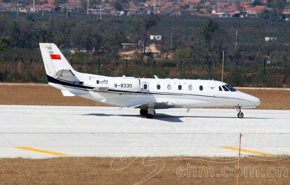 10月27日,一架c560型飞机降落至烟台蓬莱国际机场.ymg记者申吉忠摄