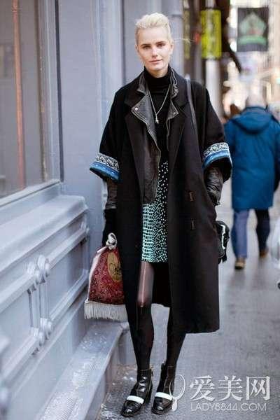 搭配要点:黑色小西装+黑色包臀短裙+黑色斗篷