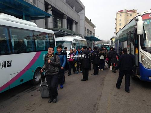 记者从交运集团公司青岛汽车总站了解到,从24日起,市内各车站都迎来了