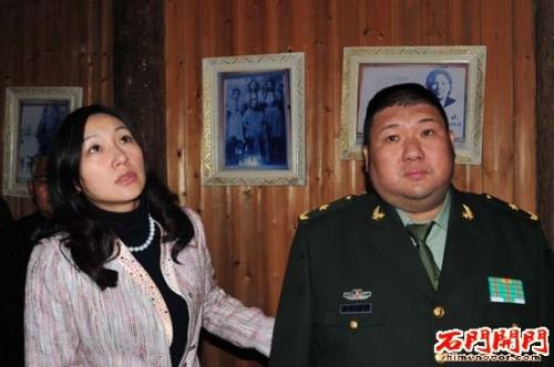 毛新宇与现任妻子刘滨.