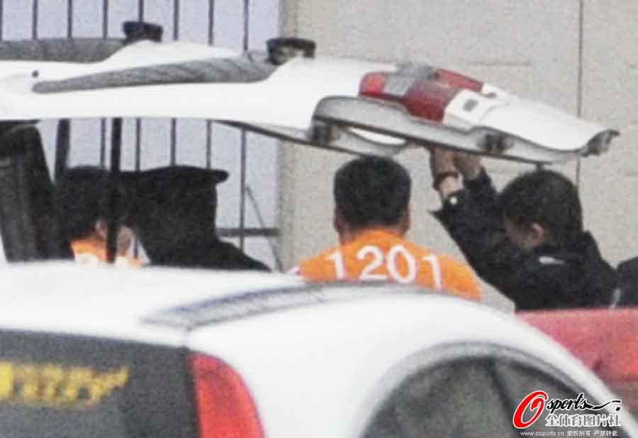 2012年4月25日,足坛反赌案沈阳庭审,申思、祁宏、江津、李明押至庭审现场