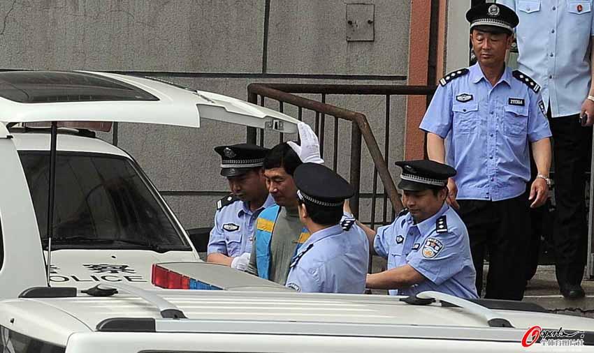 2012年6月13日,足坛反赌再开庭铁岭宣判,南勇被判处10年零6个月有期徒刑 。南勇在领取判决后被带出法庭